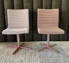 Cadeira pés cromado em tons rosé